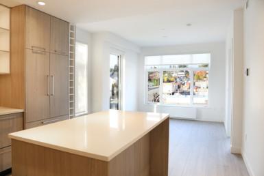 Luxury Wood Laminate Kitchen